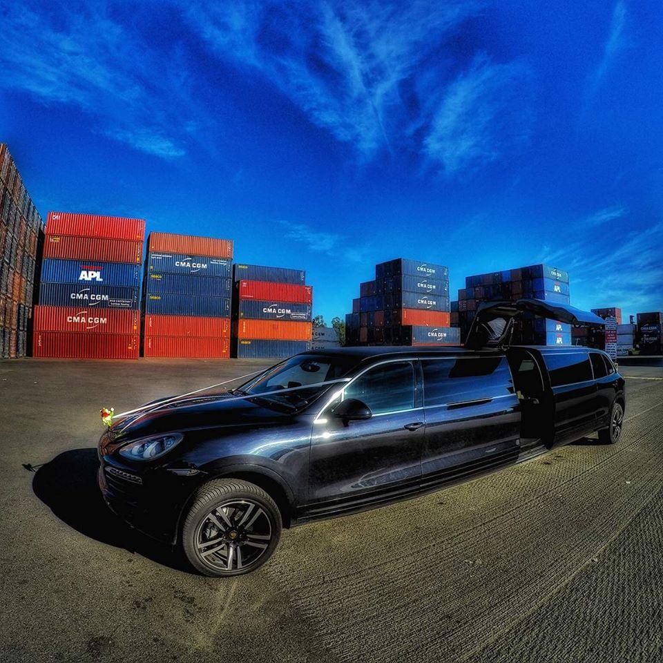 Black Porsche Cayenne: Black Porsche Cayenne Stretch Limo Melbourne