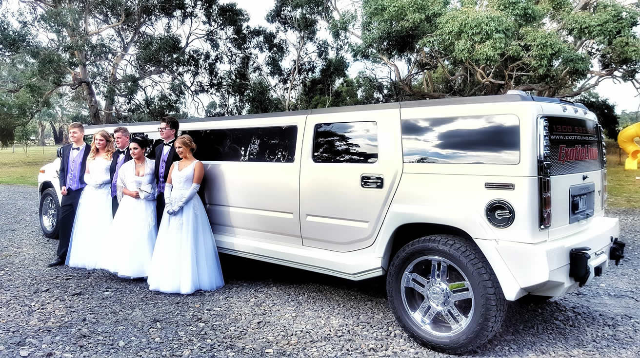 The SNOW WHITE 11 Seater Hummer has some BIG TIME presence | white hummer hire